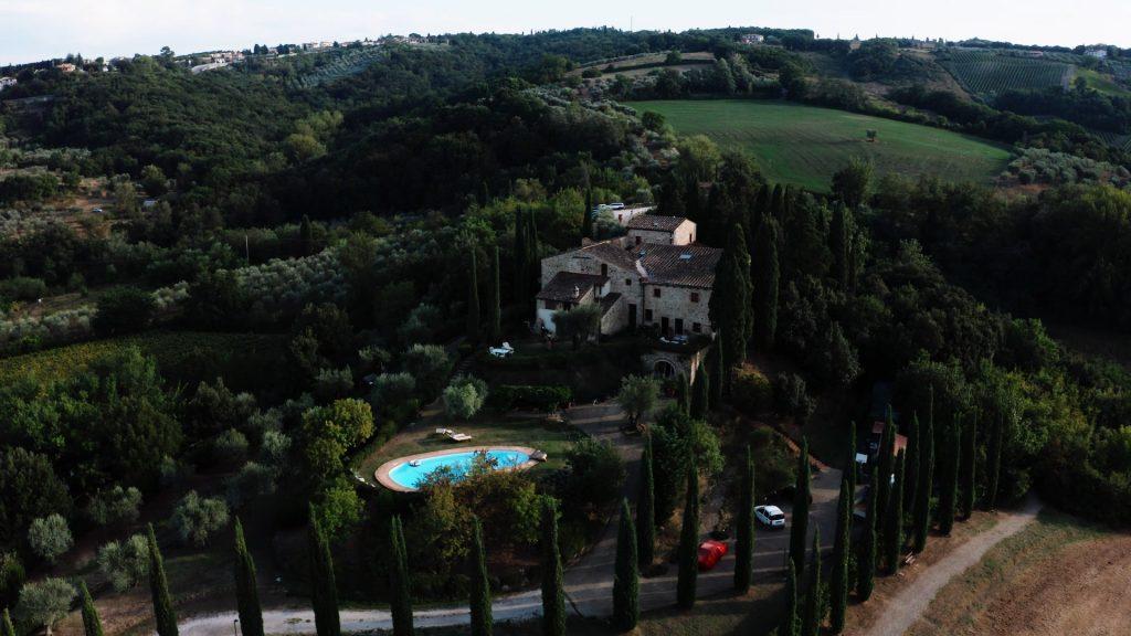 Symbolic-WEDDING-ceremony-in-Tuscany-countryside